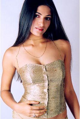 Malayalam actress manka mahesh with her lover mms scandal - 2 3